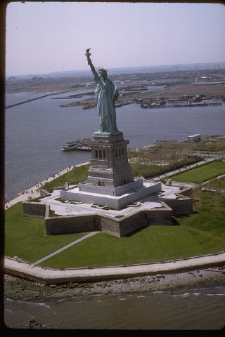 standardize the concepts - Page 2 Statue-of-liberty-national-monument-picture-02